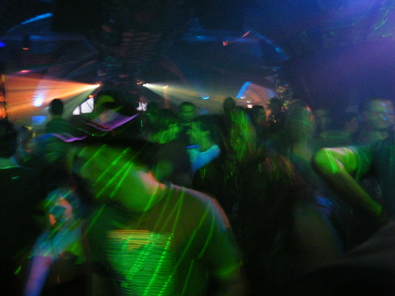 The government to allow the opening of nightclubs